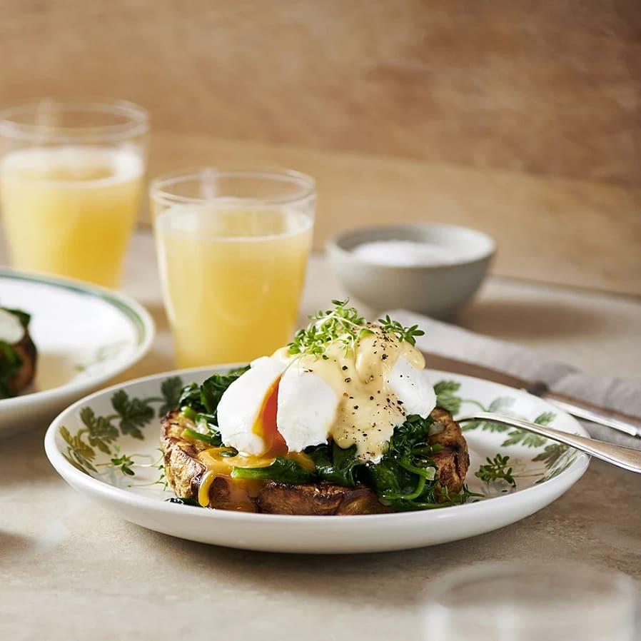 Rostad rotselleri med spenat, pocherat ägg och tryffelhollandaise