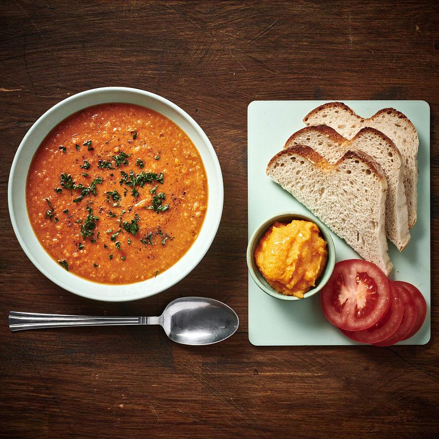 Soppa på röda linser med mackor