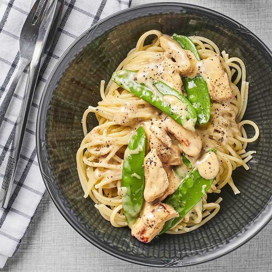 Krämig fläskytterfilé med pasta och sockerärtor