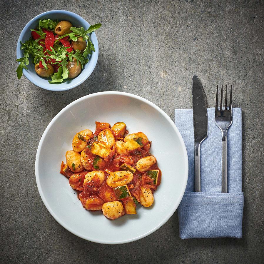 Gnocchi i zucchini- och tomatsås