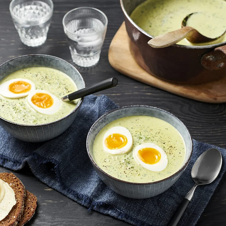 Klassisk grönkålssoppa med ägghalvor