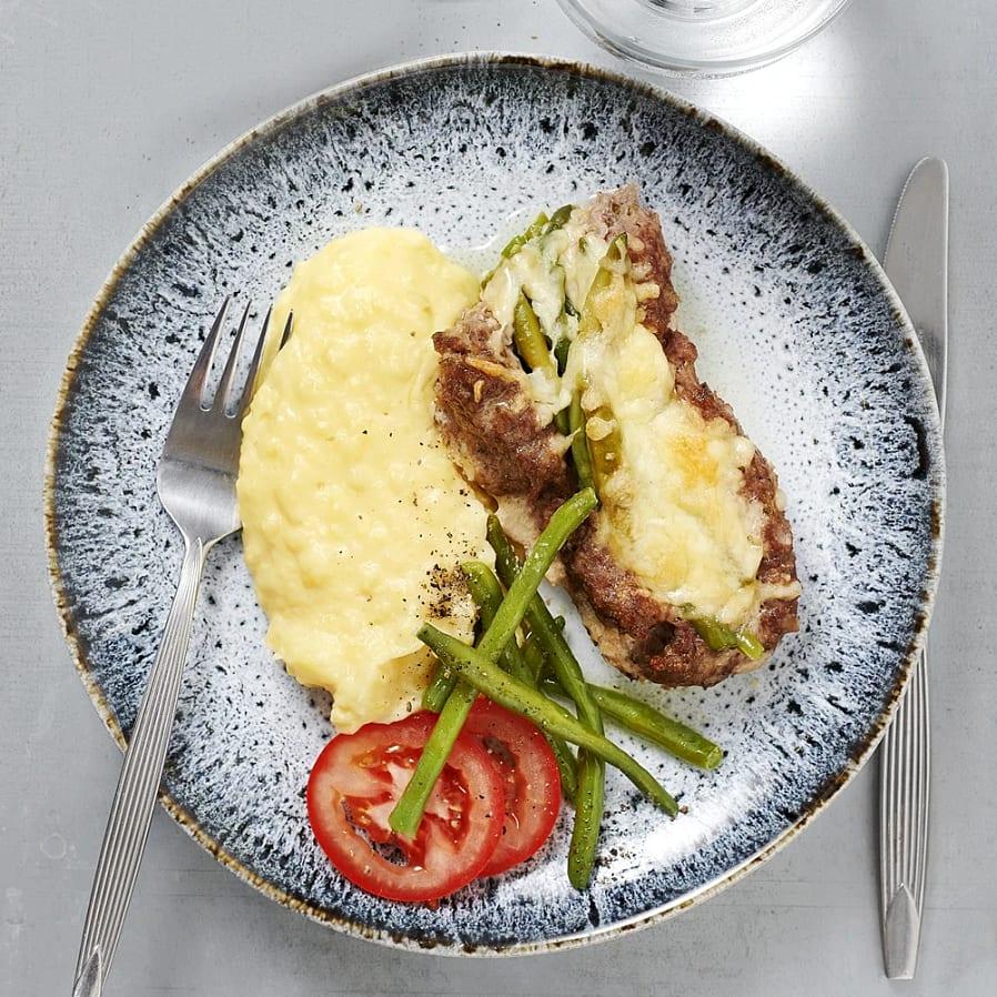 Fylld köttfärslimpa med ost och haricots verts