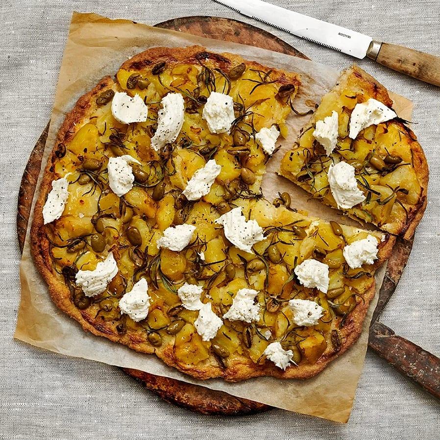 Glutenfri pizza med krossad potatis, rosmarin och oliver