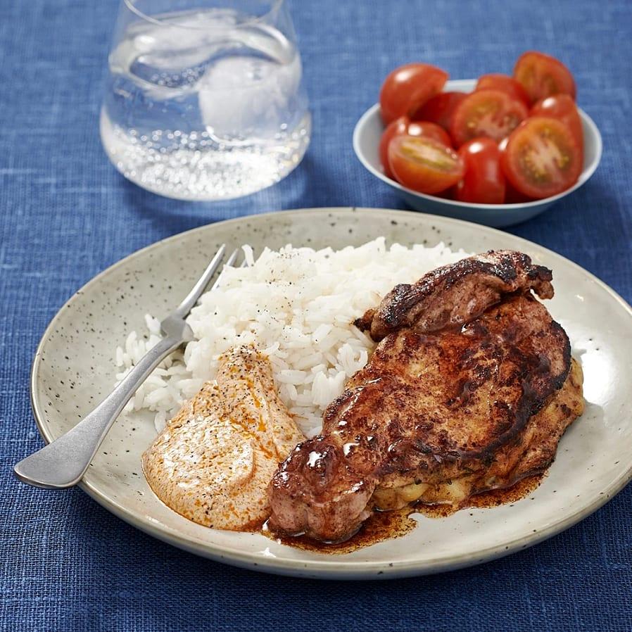 Ostfylld fjärilskotlett med tomater