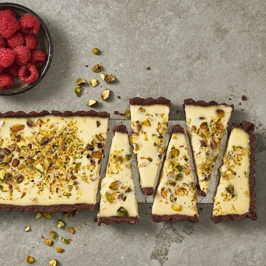 Pannacottapaj med pistage, choklad och hallon