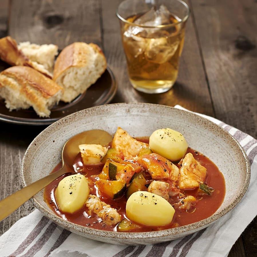 Fiskgryta med zucchini och tomat