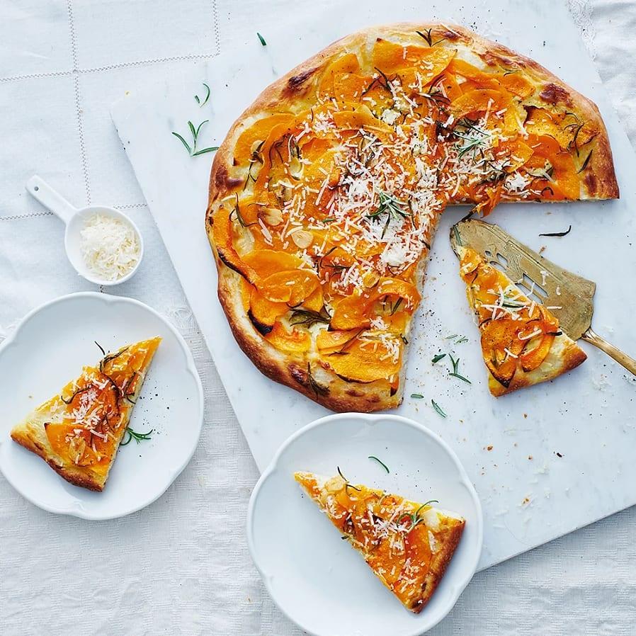Pizza bianco med pumpa, rosmarin och parmesan