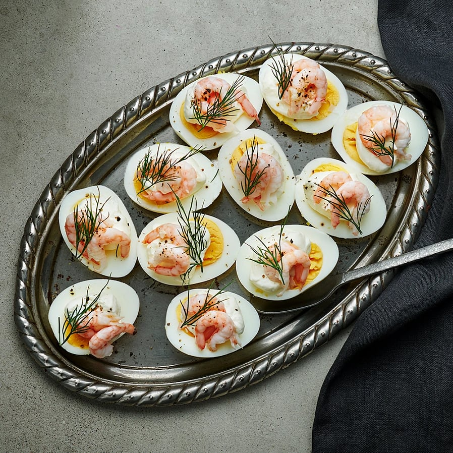 Ägghalvor med räkor och pepparrotskräm