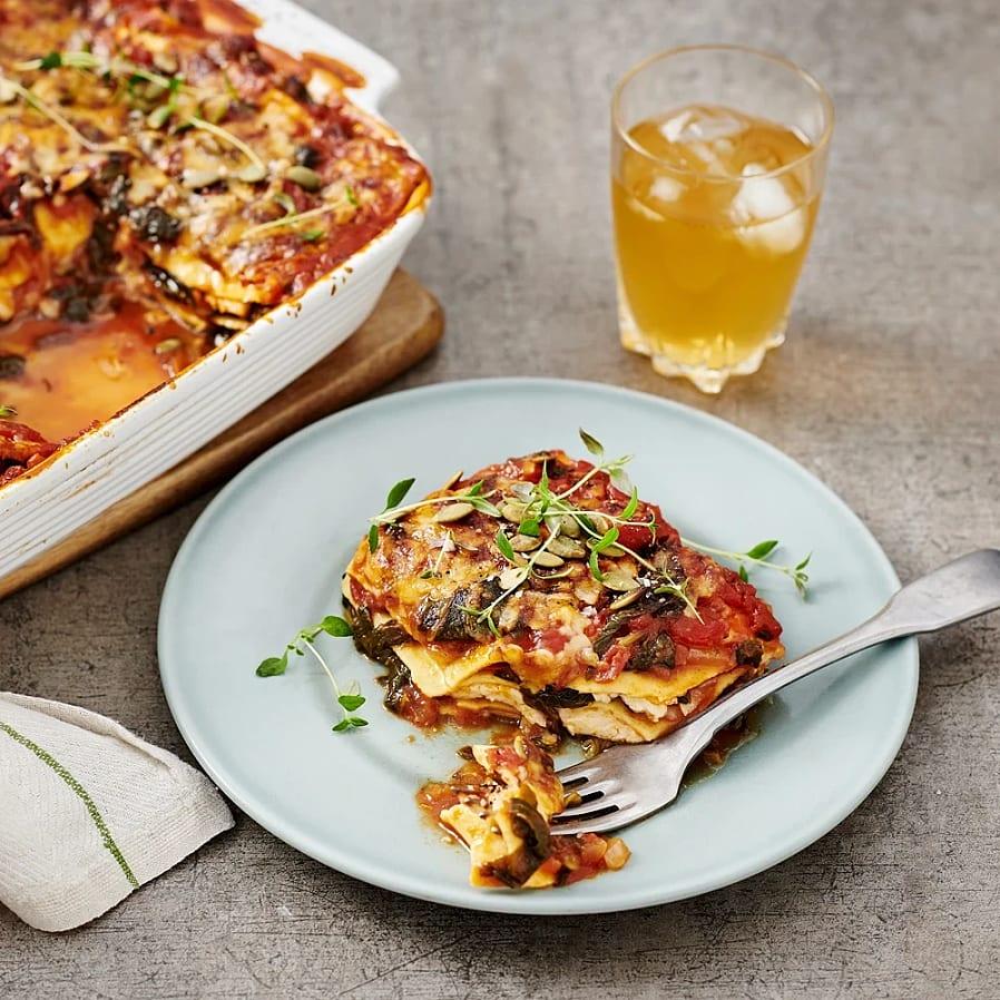 Lasagne med halloumi, spenat och pumpakärnor