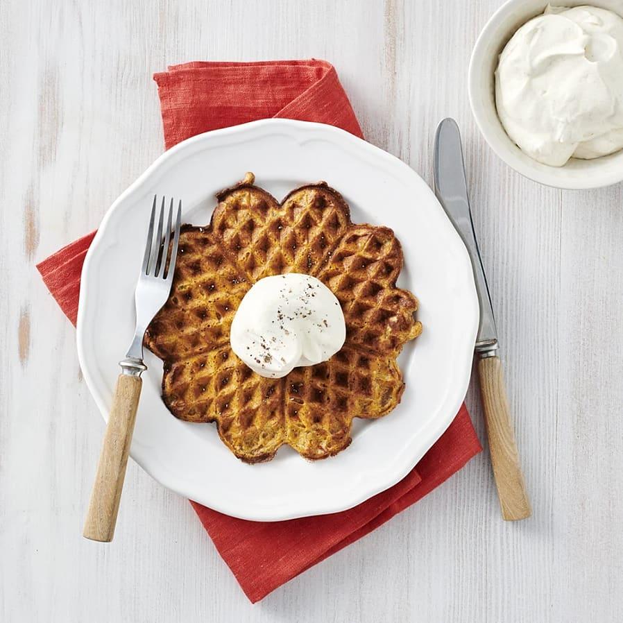 Morotsvåfflor med vanilj- och kardemummagrädde