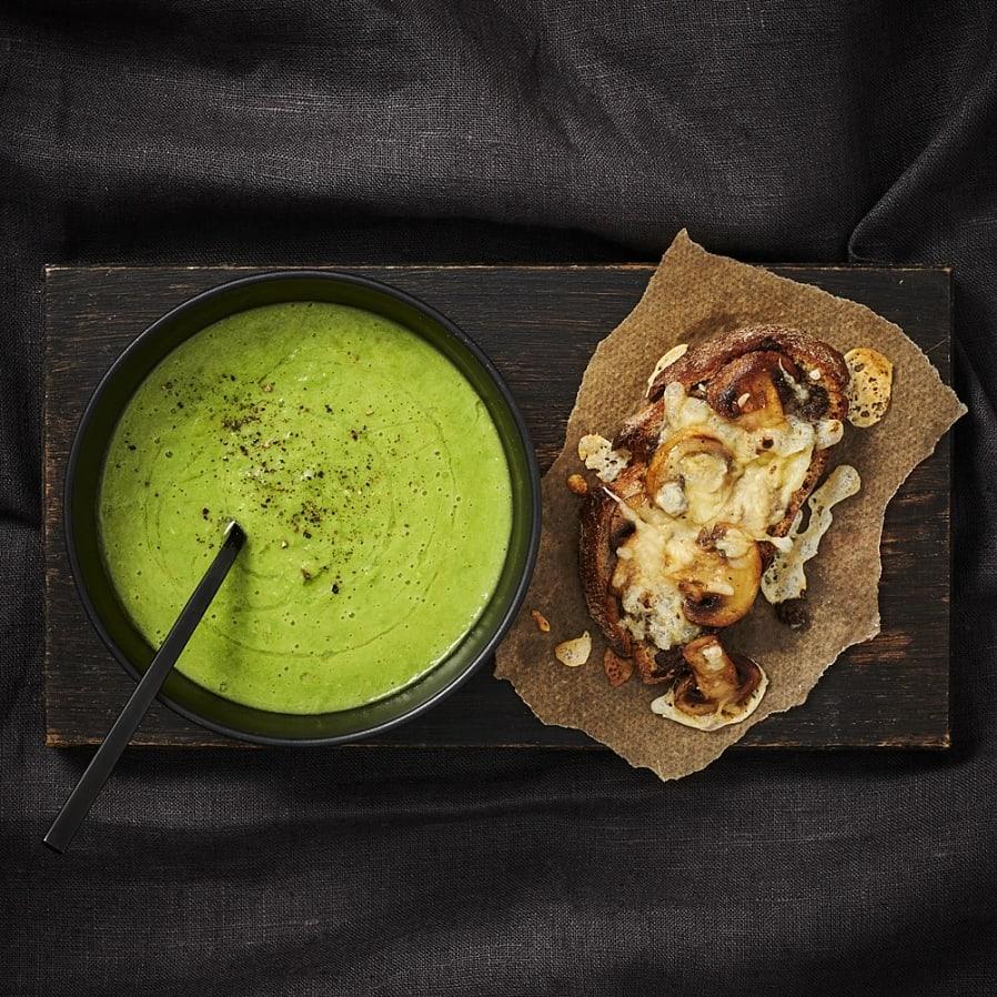 Grönärtssoppa med svamptoast
