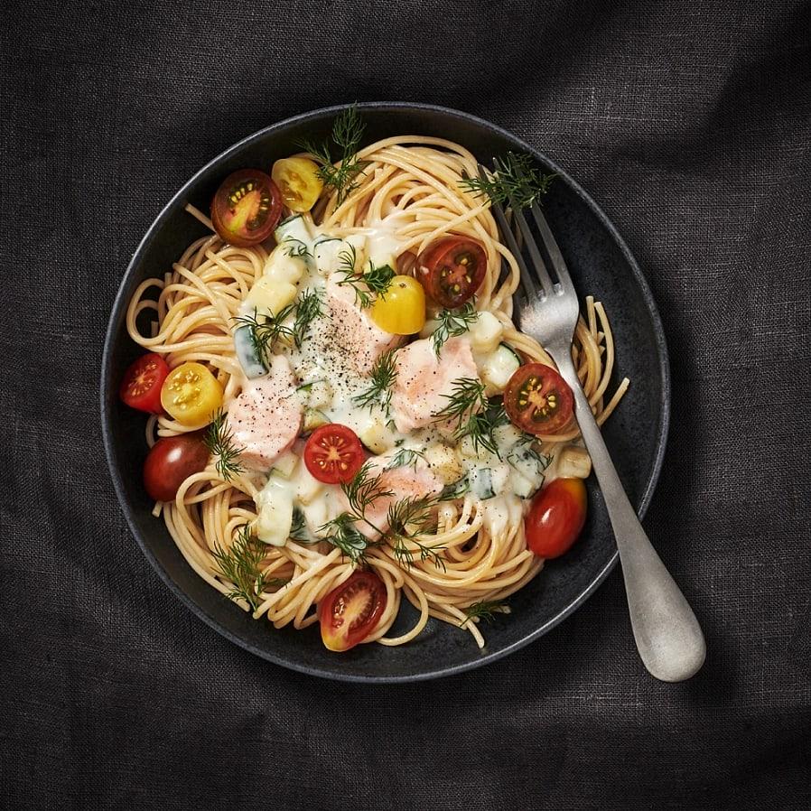Spaghetti med zucchini- och laxsås
