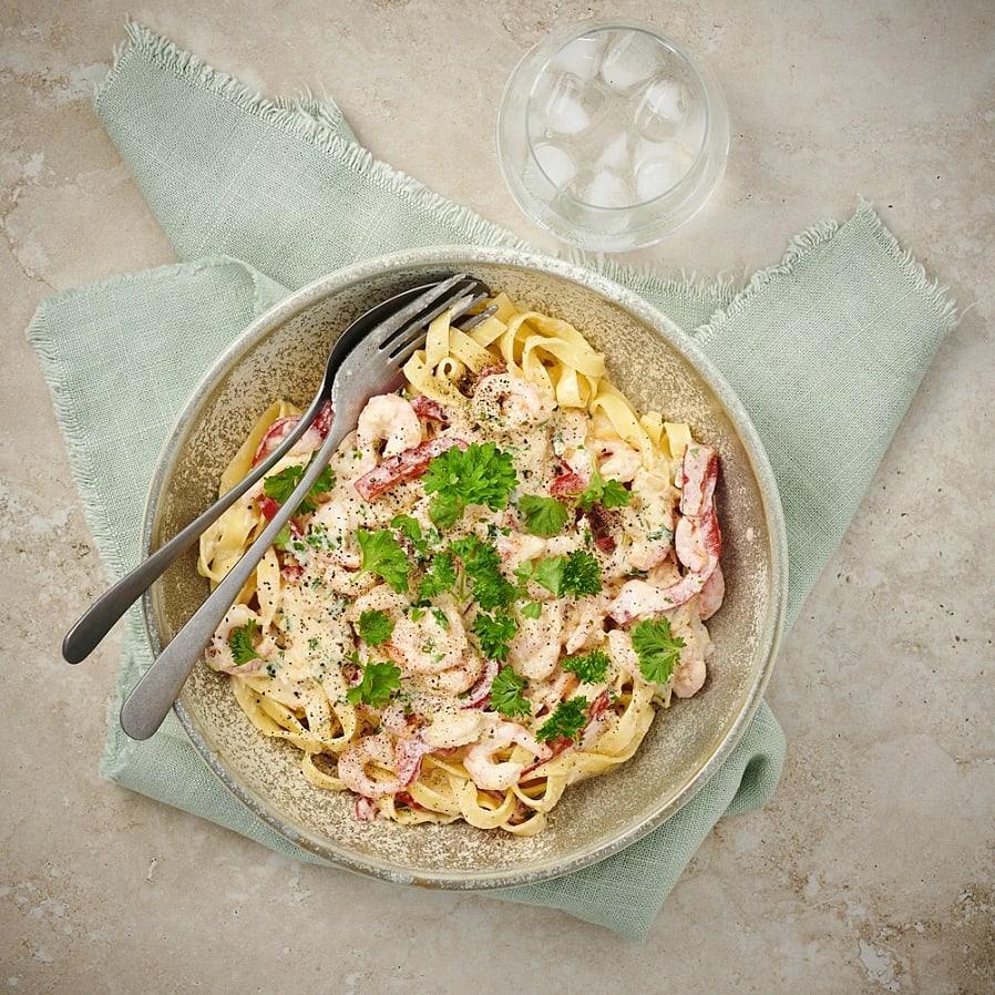Krämig pasta med räkor och vitlök