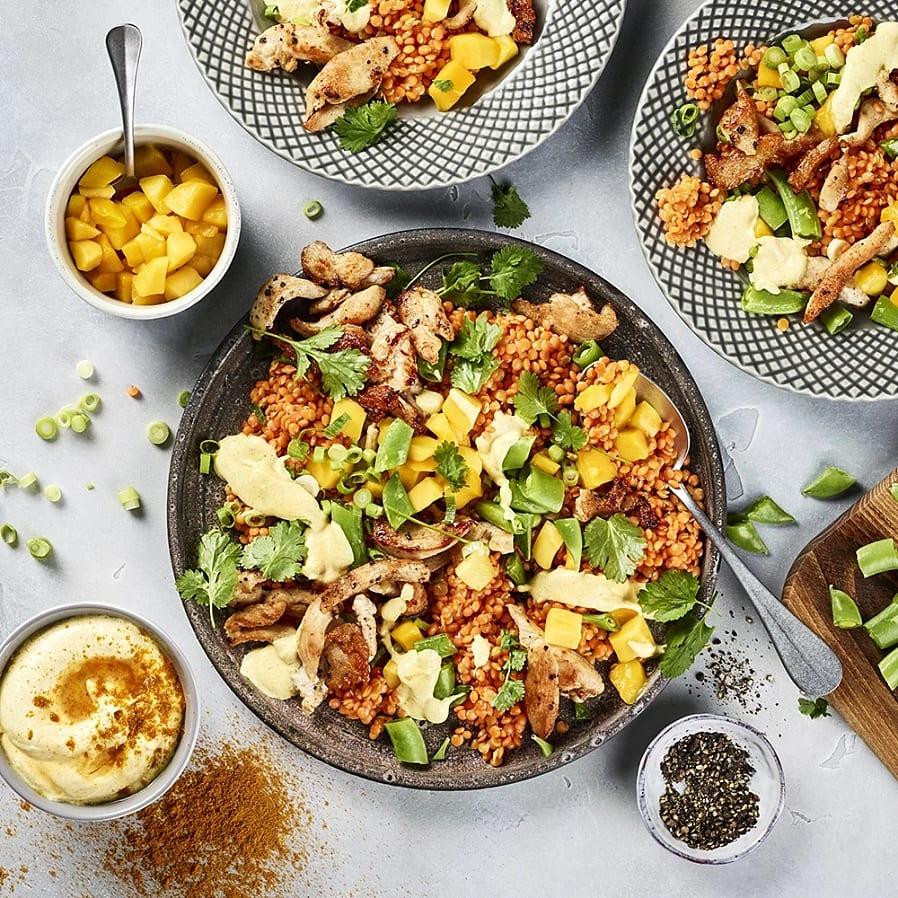 Linssallad med kyckling och curryyoghurt