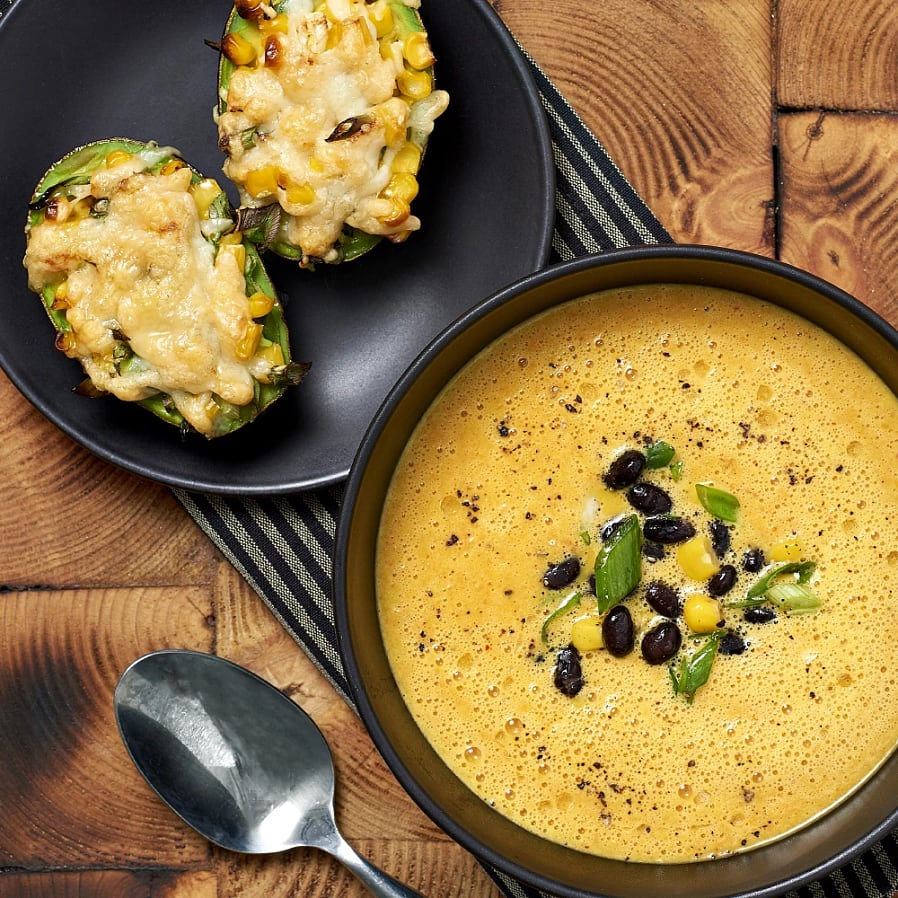 Morotssoppa med manchegogratinerad avokado