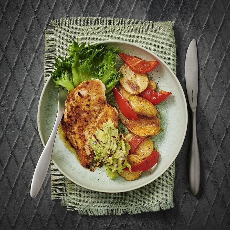 Kryddstekt kyckling med äppel- och avokadoröra