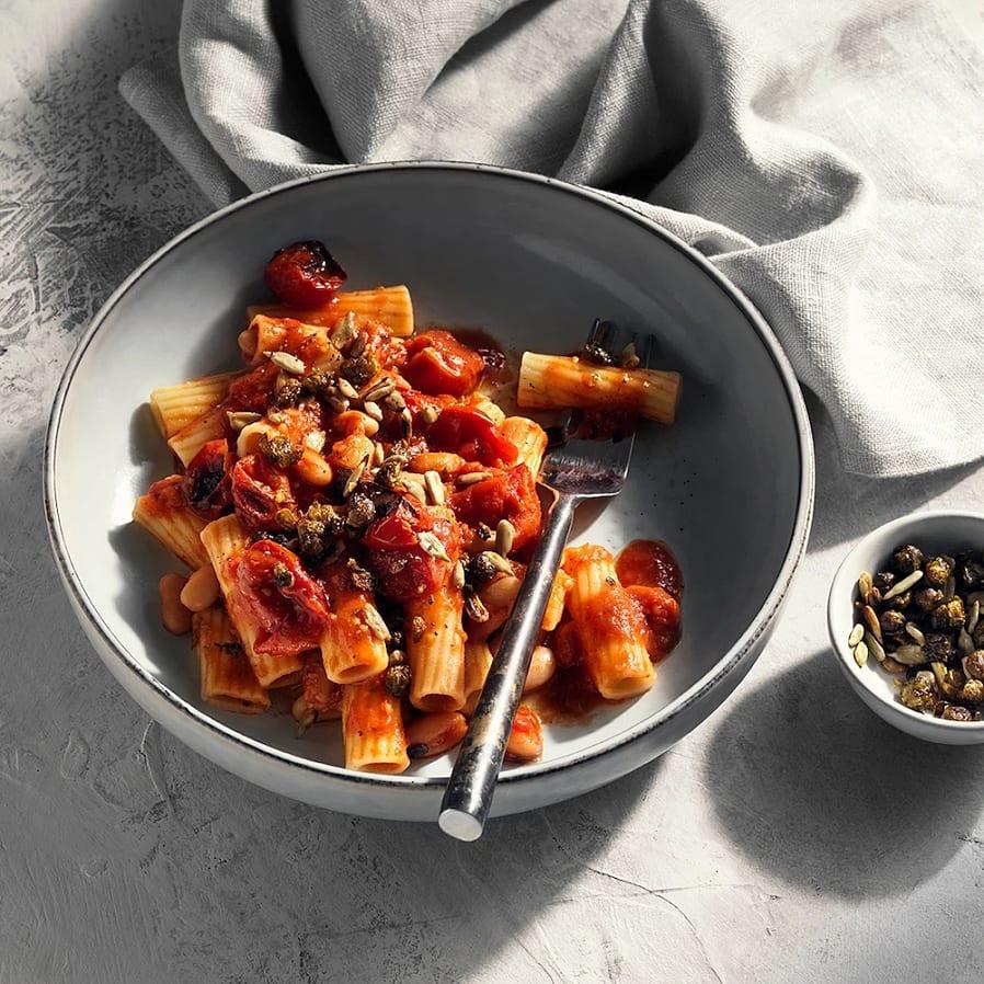 Pasta med rostad tomatsås och stekt kapris