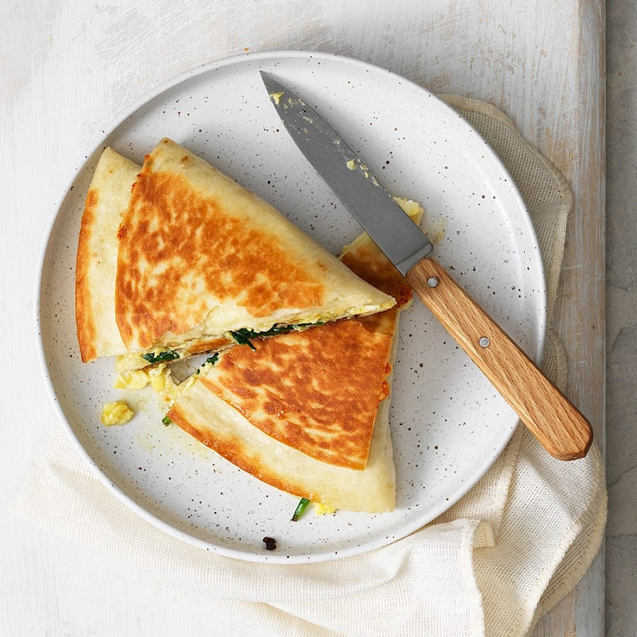 Tortilla wrap med ägg och bacon
