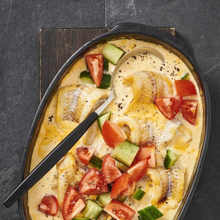 Saffransbakad fisk med mos och citrongurka