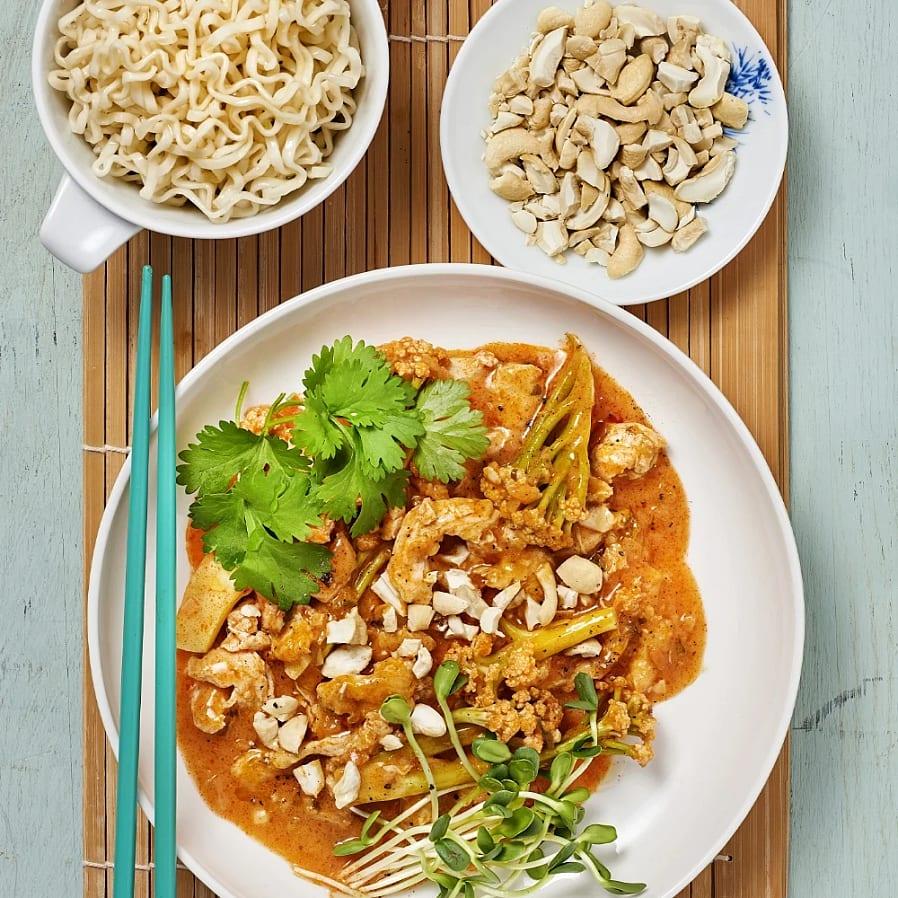Thaigryta med kyckling och nudlar