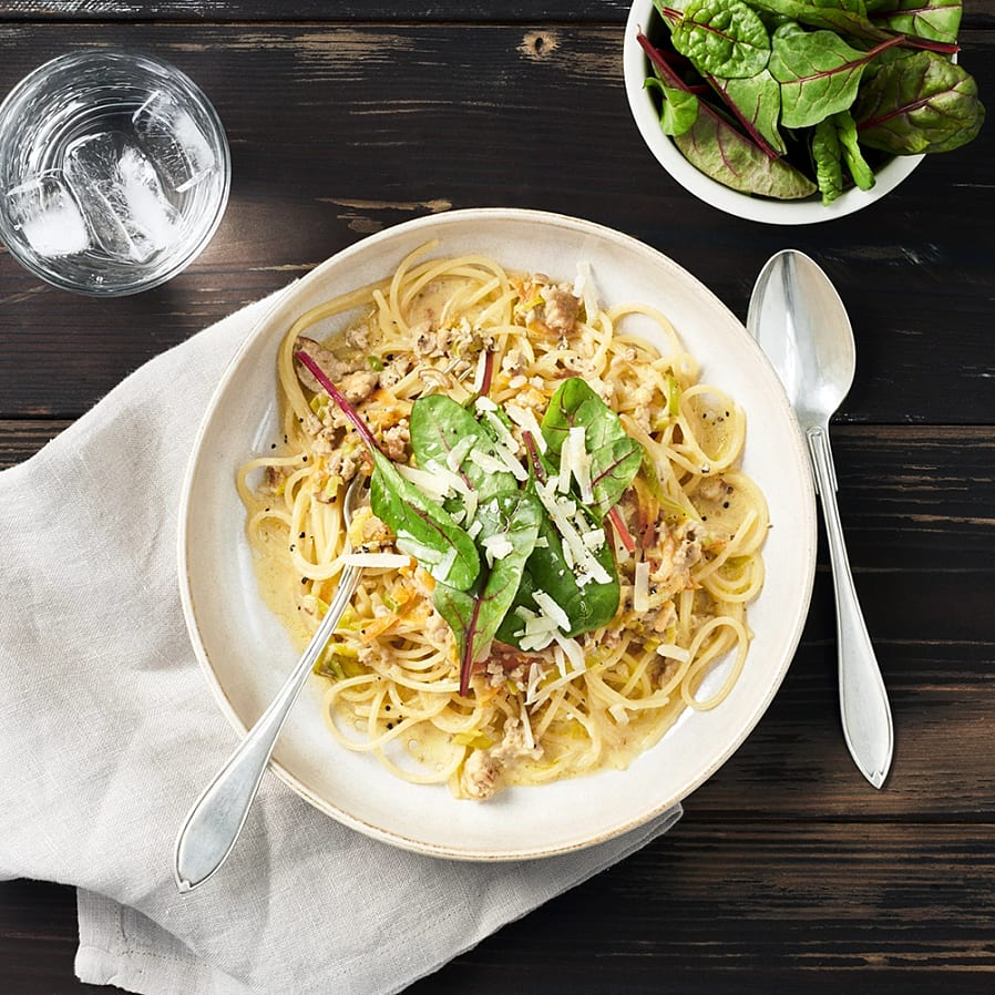 Kycklingfärssås med kantarellcrème fraiche och spaghetti
