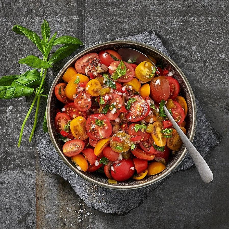 Tomatsallad med salsa verde och jalapeño