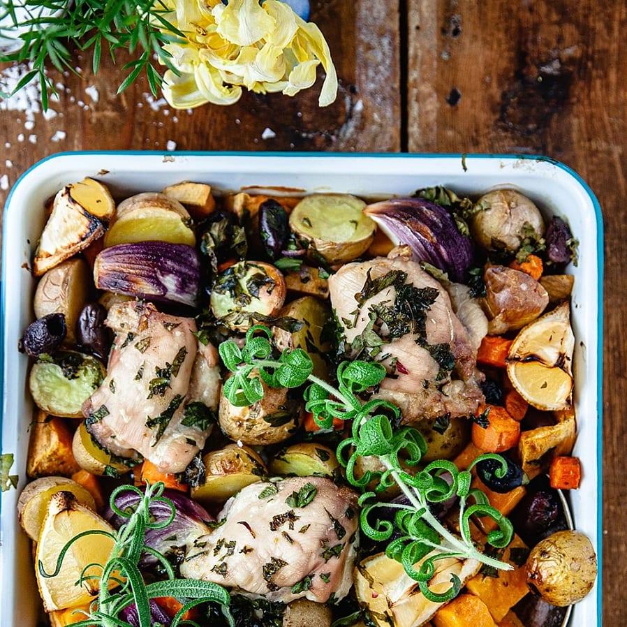 Allt på en plåt – kyckling med ugnsrostade grönsaker