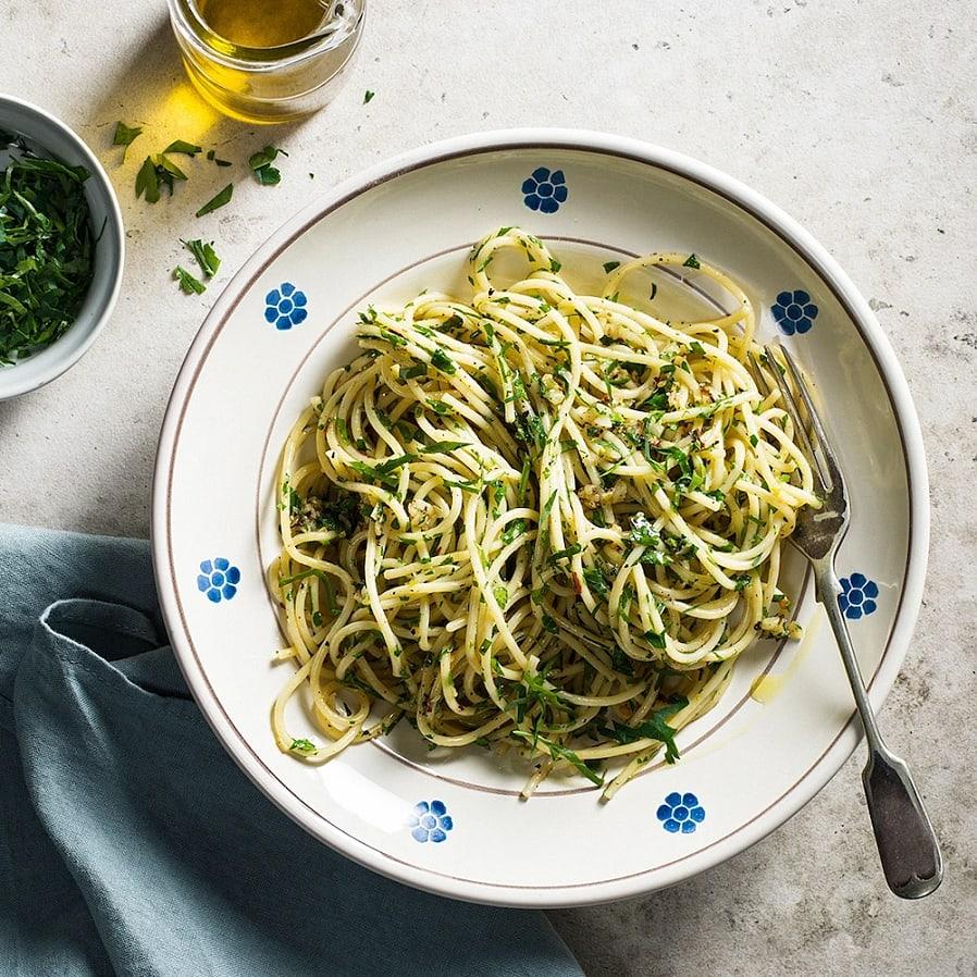 Pasta aglio e olio – Spaghetti med vitlök, persilja och chili