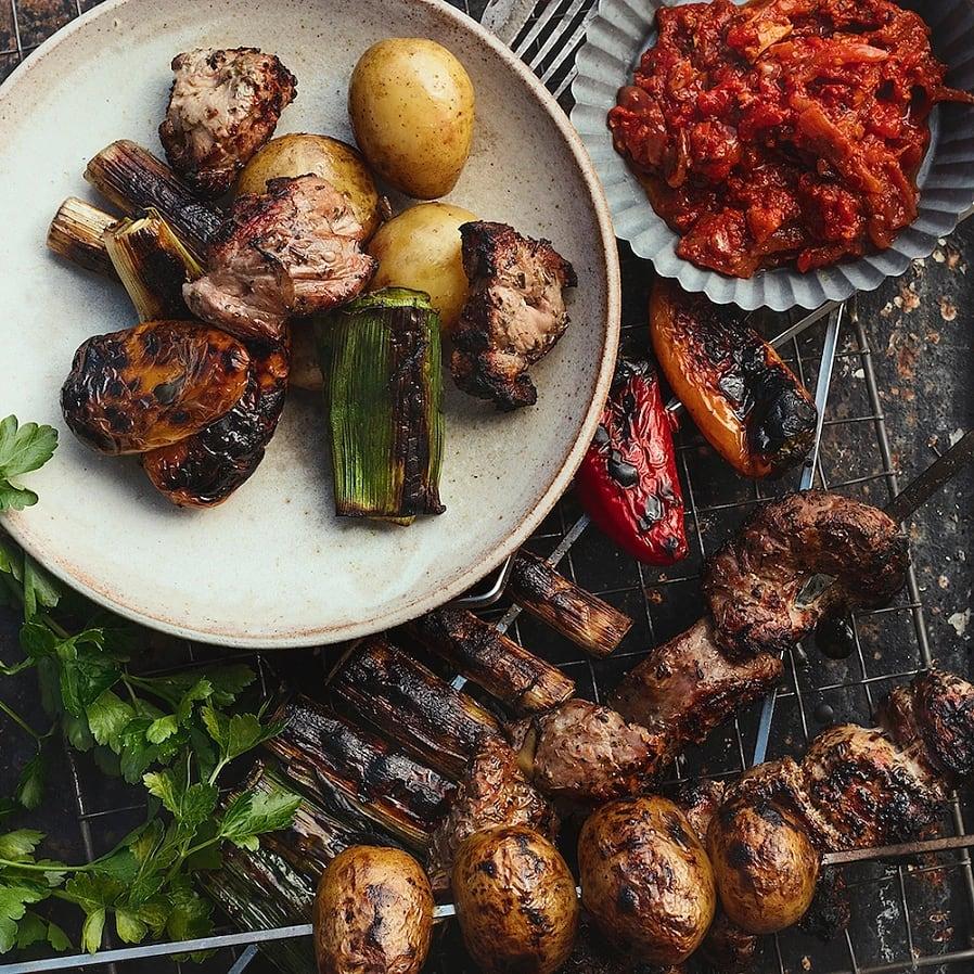 Shashlik med adjika – Grillspett med kryddig tomatsås