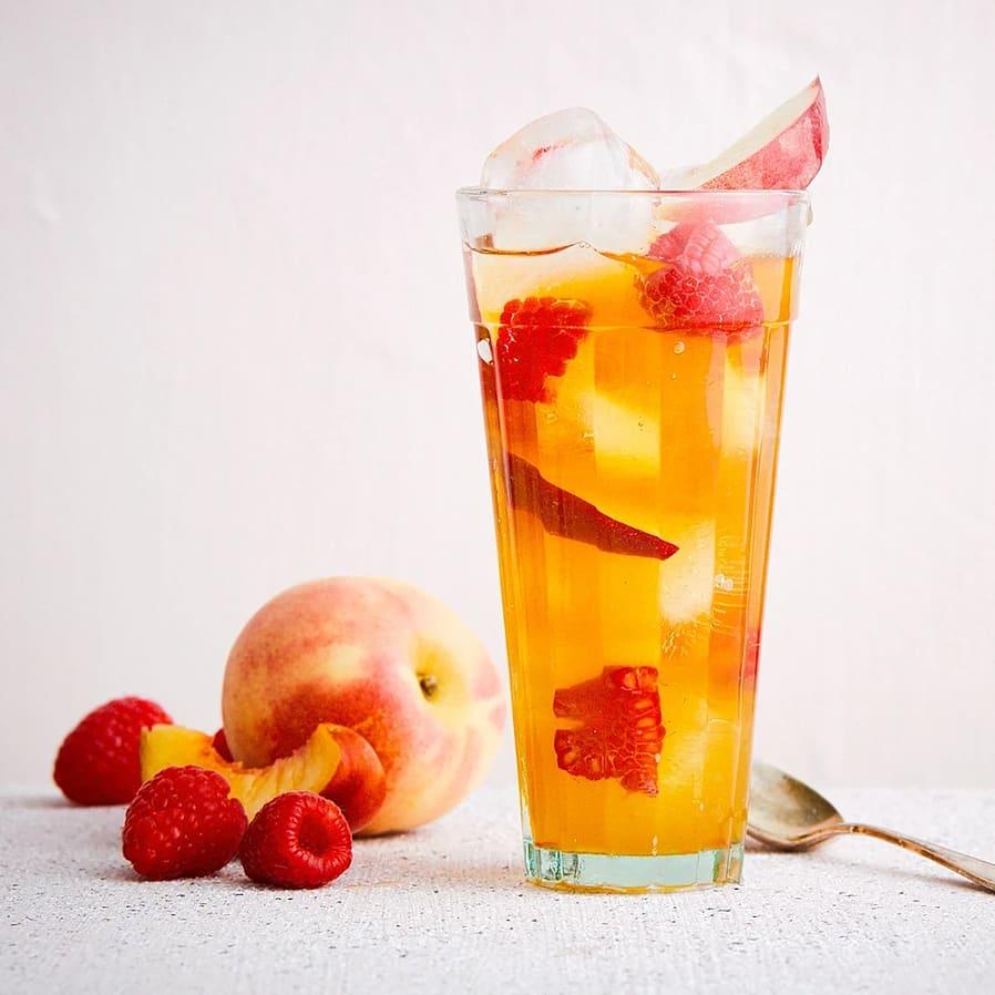 Iste med persika, ingefära och hallon