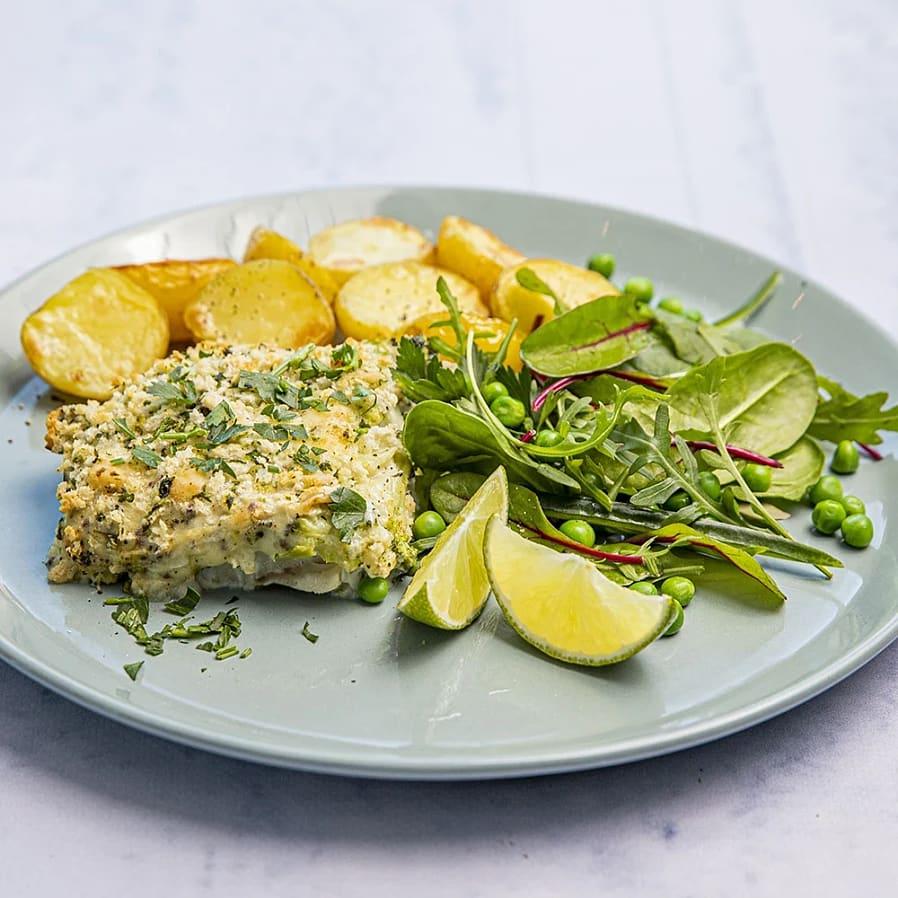 Ugnsbakad fisk med broccolisås och rostad potatis