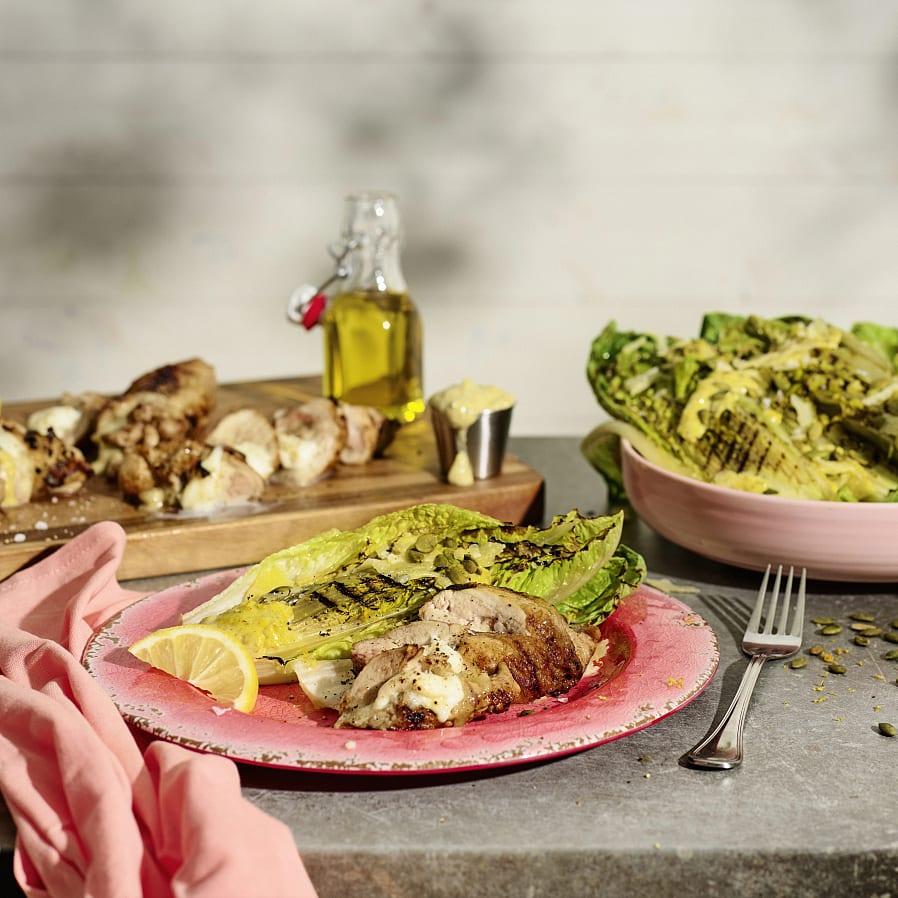 Caesarsallad med mozzarellafylld kyckling