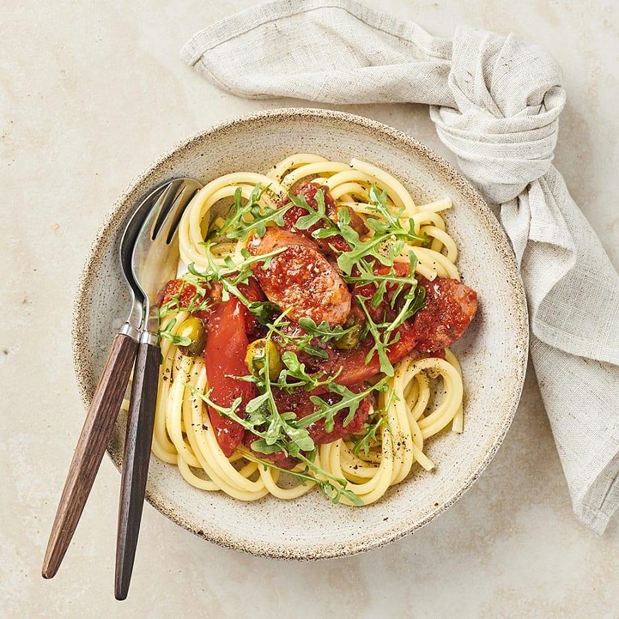 Salsicciagryta med paprika och oliver