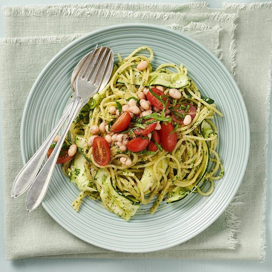 Pasta med grönkålspesto och tomater