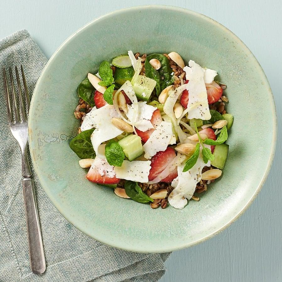 Grynbowl med fänkål, jordgubbar och mynta