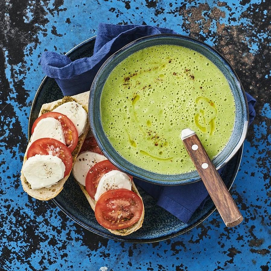 Broccolisoppa med pestobaguette