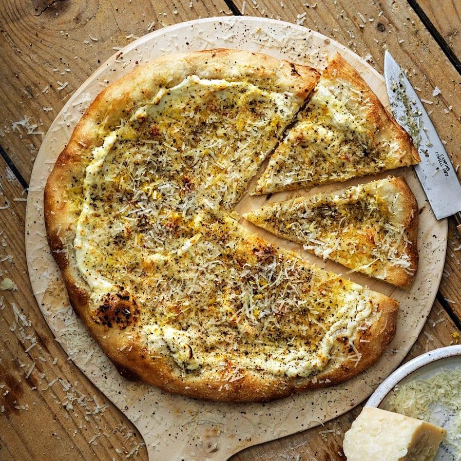 Cacio e pepe-pizza