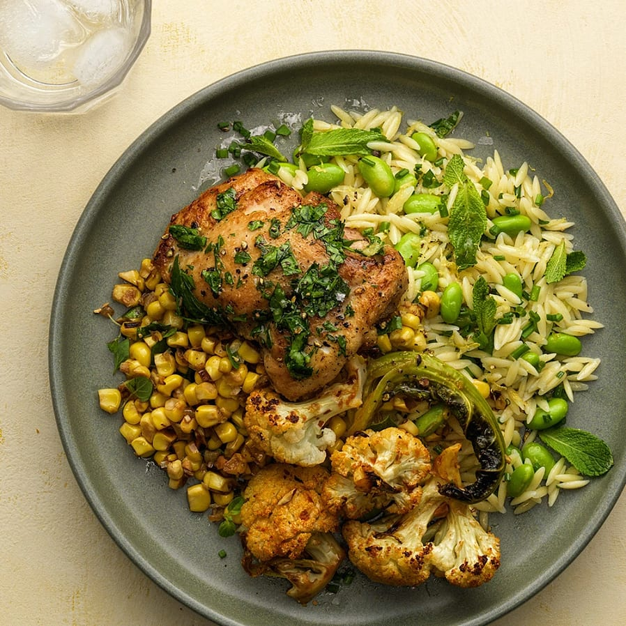 Kyckling med majssalsa och risonisallad