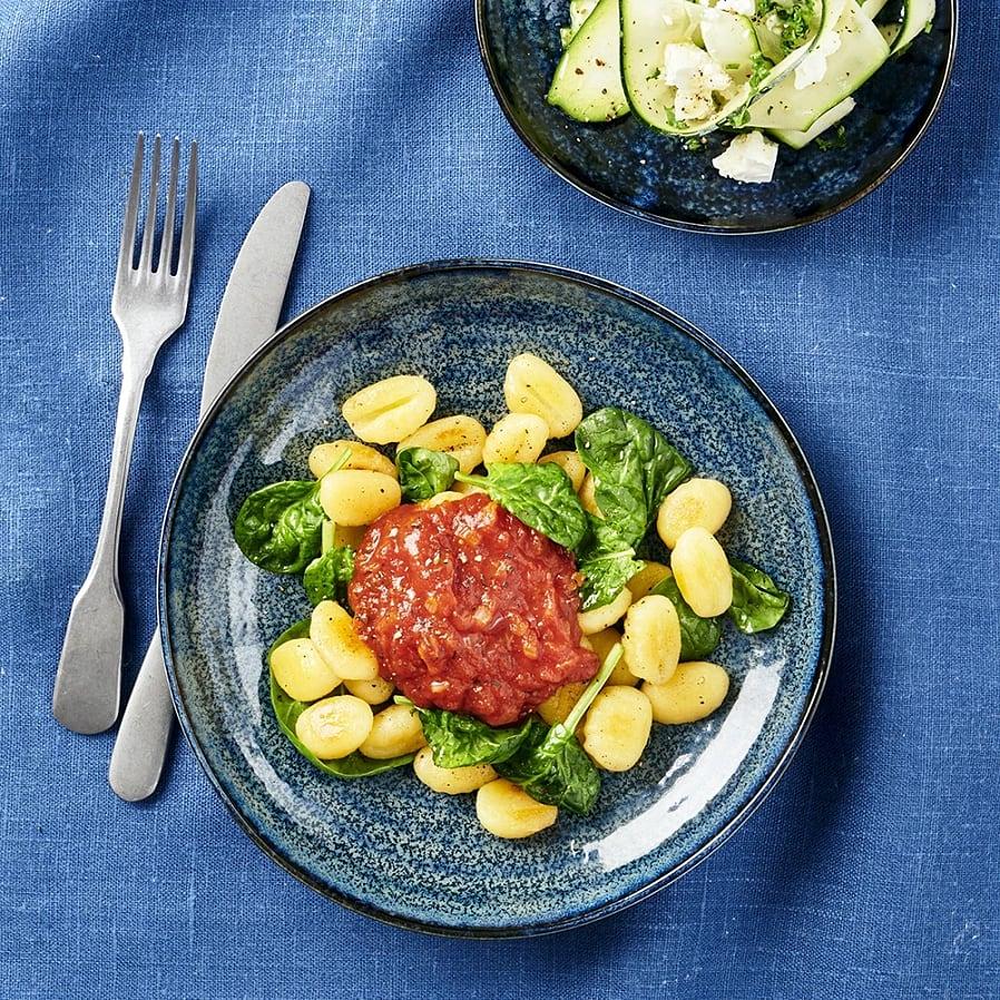 Stekt gnocchi med fetaost och zucchinisallad