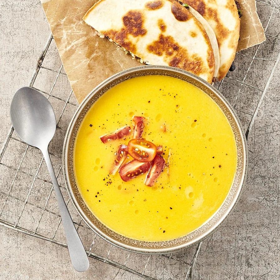 Morotssoppa med citrongräs och quesadillas