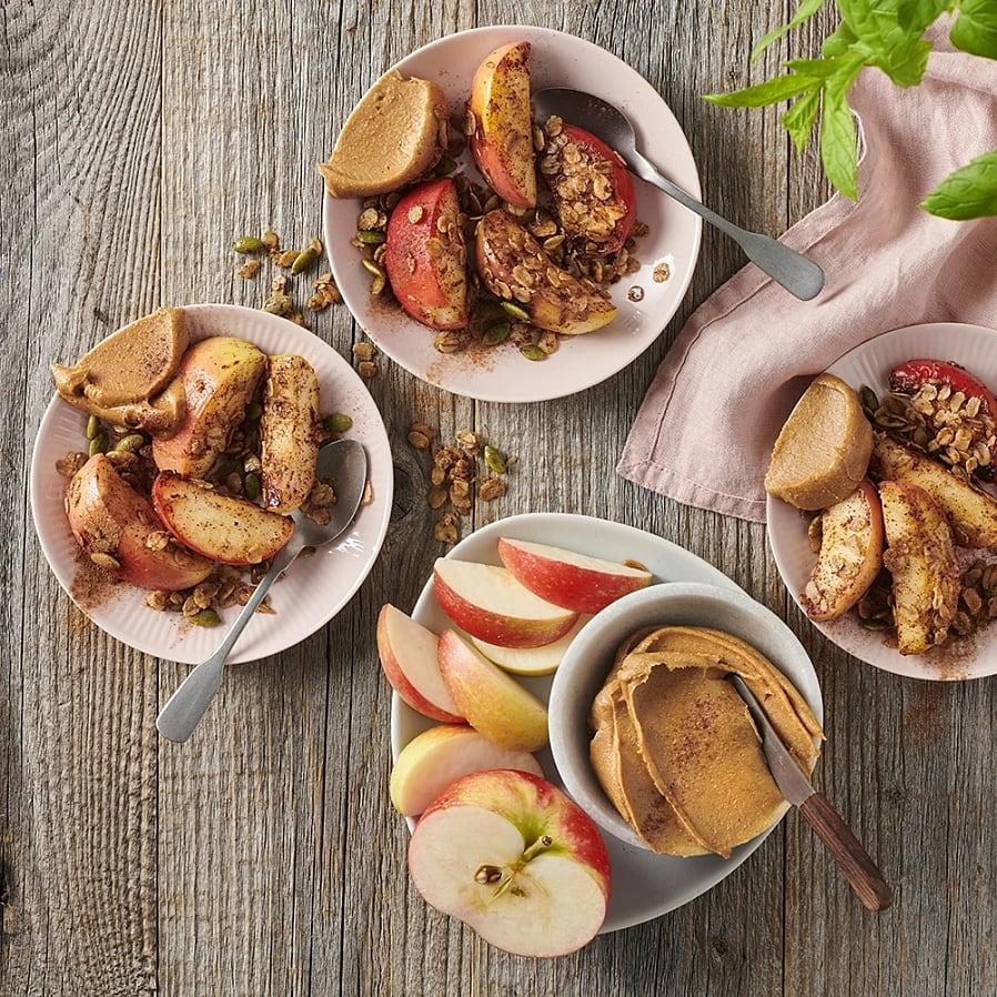 Kanelstekta äppelklyftor med jordnötssmör