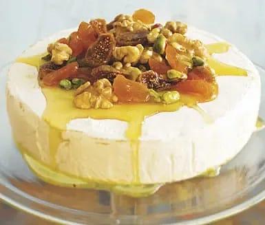 Brietårta med honung och torkad frukt