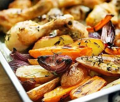 Ugnsrostad kyckling med timjan och grönsaker
