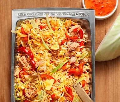 Stekt ris med ägg, tonfisk och sweet chili