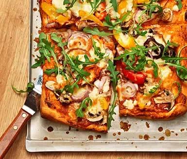 Pizza med paprika och feta