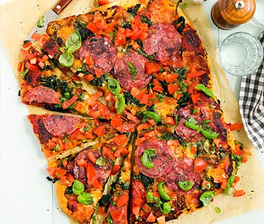 Kalljäst salamipizza med tomat- och basilikasalsa