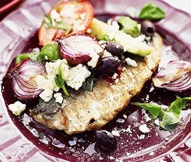 Grillad makrill med rostad grekisk sallad