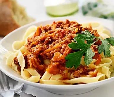 Köttfärssås med rotfrukter och pasta
