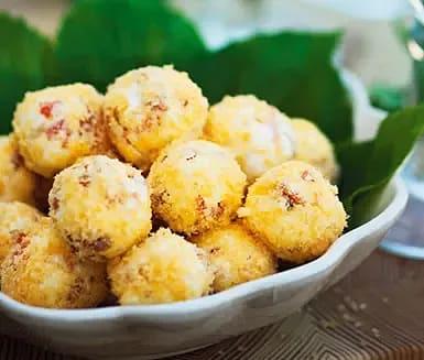 "Cream cheesebollar med ""ostkrokskross"""
