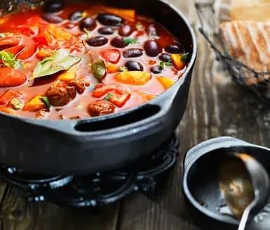 Tomat och paprikagryta med oliver och oregano